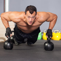 push up on kettlebells