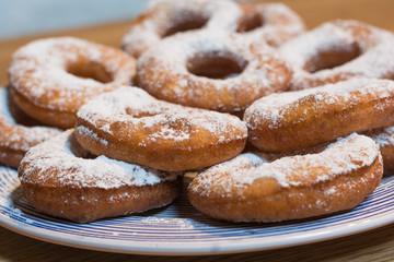 leckere Donuts am Teller