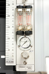 Industrial circle thermometer/manometer with temperature gauge.
