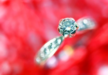 macro diamond ring in white gold and many little diamonds