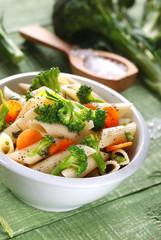 piatto vegetariano - penne rigate con broccoli