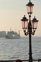 Venezia, lampioni sulla laguna