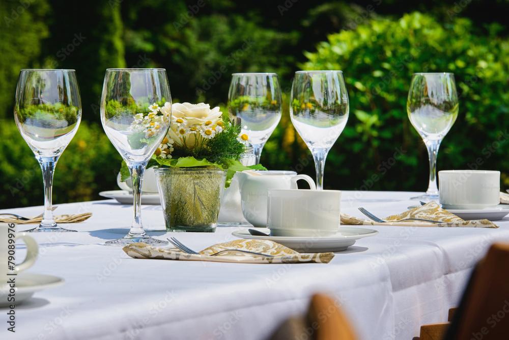 cr dence de cuisine en verre imprim restaurant im garten nikkel. Black Bedroom Furniture Sets. Home Design Ideas