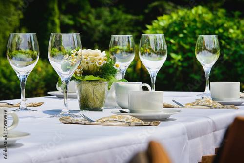 Keuken foto achterwand Boord Restaurant im Garten