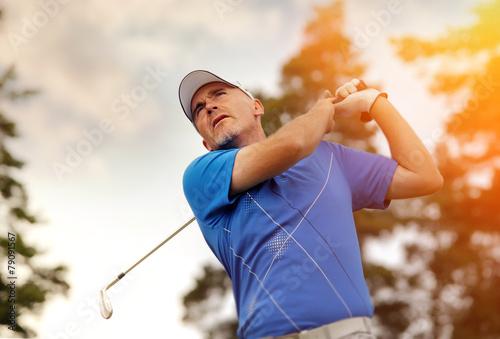 golfer shooting a golf ball - 79091567