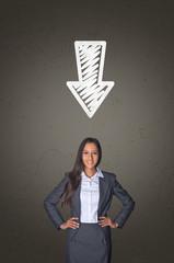 Handgezeichneter Pfeil zeigt auf Geschäftsfrau