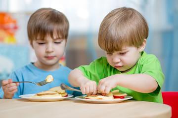 kiids eating healthy food at home