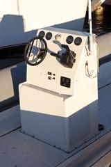 Motorboat cockpit controls