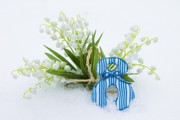 Figure 8 and lilies of valley in basket on snow