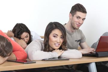 Müde Studenten im Hörsaal