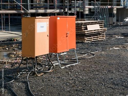 Stromverteiler auf einer Baustelle - 79113598