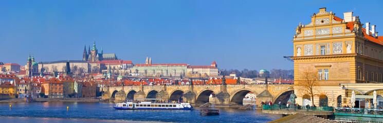 Prague, pont Charles, château, cathédrale et musée Smetana