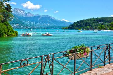 Lago de Annecy, Francia, región Ródano-Alpes, Alta Saboya