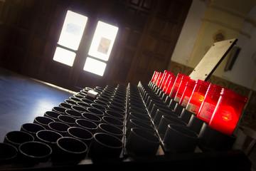 Velas en el interior de la iglesia