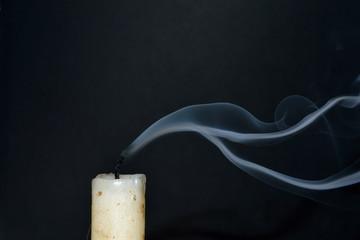 Fumo dalla candela spenta