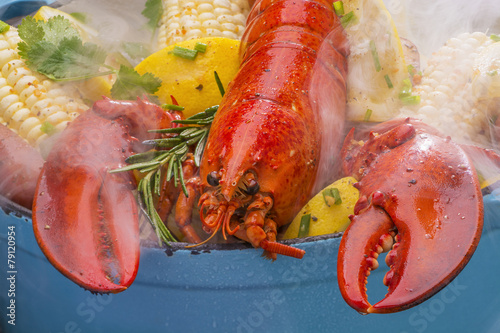 Foto Spatwand Schaaldieren Steamed Lobster and Vegetables cooking over a barbecue grill