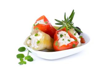 Gefüllte grüne und rote Peperoni