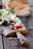 Griechische Brotzeit mit Feta