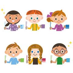 歯を磨く子供達