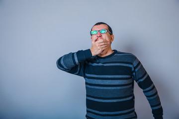 European-looking man of thirty years of wearing glasses, closed