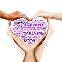 Hände bilden ein Herz mit Fitness Konzept