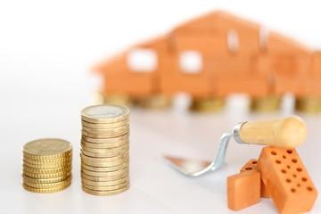 Geldstapel mit Haus
