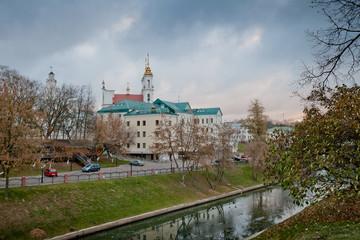 Река Витьба и вид на Воскресенскую церковь. Витебск. Беларусь