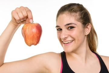 Ragazza con mela rossa