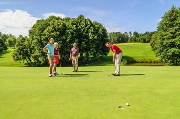Putten beim Golf