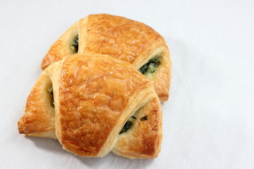 Vegetables and spinach croissant