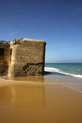 Bunker en la playa de Camposoto, Cádiz, España