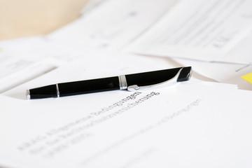 Stift und Vertrag