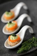 cuilères saumon & mousse d'avocat 1