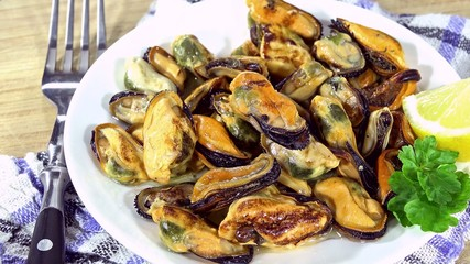 Rotating Mussels (not seamless loopable 4K UHD footage)