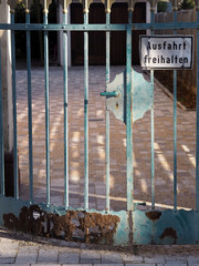 Rostiges Tor