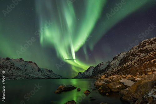 Foto op Plexiglas Landschappen Incredible Aurora Borealis over night sky in Arctic