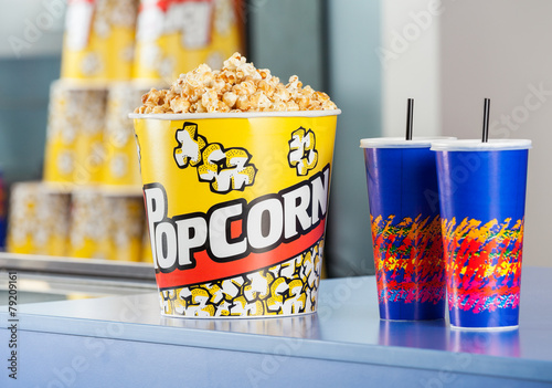 Fotobehang Boodschappen Popcorn Bucket With Drinks On Concession Counter