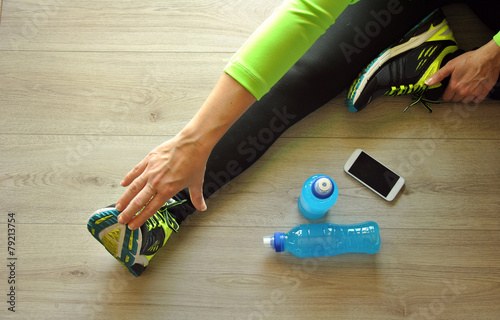 runner legs stretched - 79213754