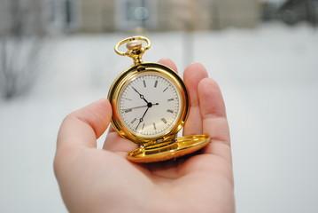 Часы в руке