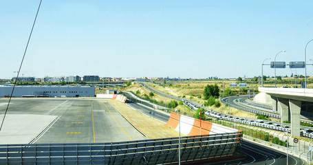 Panorámica de laqs pistas de la t4 en el aeropuerto de Madrid
