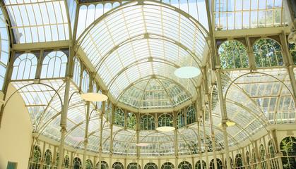 Techo del palacio de cristal en el Retiro de Madrid