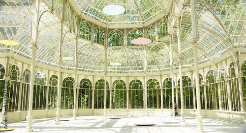 Leinwanddruck Bild Interior del palacio de cristal en el Retiro de Madrid