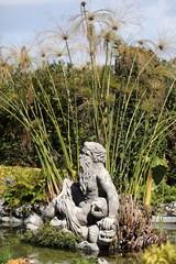 Fontana con statua di Nettuno e papiro