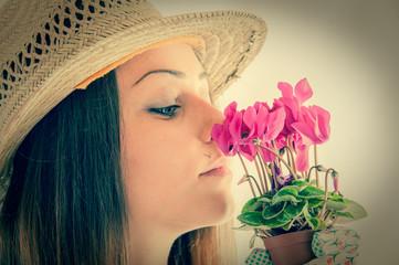 ragazza e giardinaggio