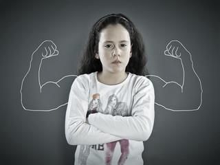 Mädchen mit Muskeln