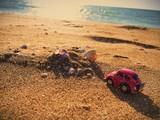 Meer Steine mit Sonne und Auto - 79255349