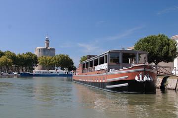 aigus mortes barche a motore yatch camargue francia