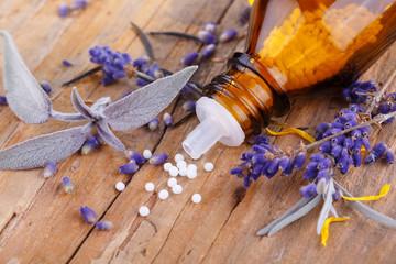Alternative Medizin - Globuli und Heilpflanzen