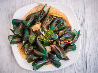 boiled mussels in sauce
