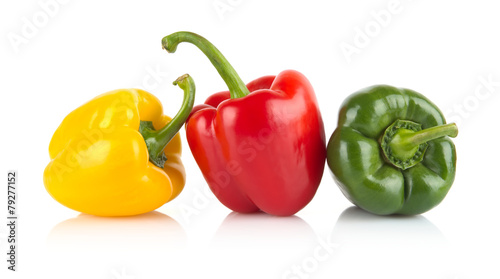 Papiers peints Legume Studio shot of red,yellow,green bell peppers isolated on white